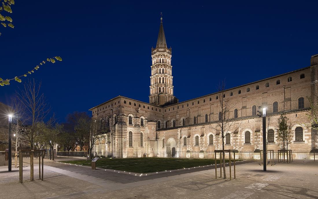 Place et basilique Saint Sernin à Toulouse